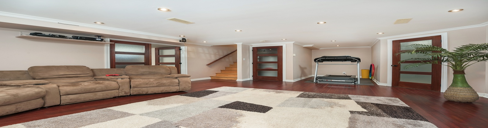5 Bedrooms Bedrooms, 17 Rooms Rooms,2 BathroomsBathrooms,Apartment,For Sale,1023